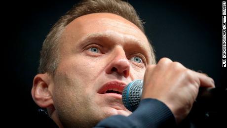 Liderul opoziției ruse, Alexei Navalny, a păcălit un spion să dezvăluie cum a fost otrăvit