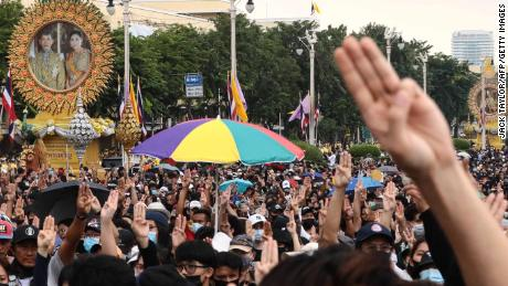 O revoluție fără precedent în Thailanda pune poporul împotriva regelui