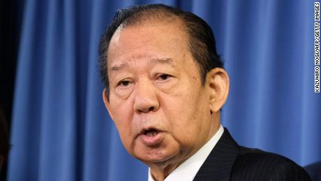 Secretarul general al Japoniei, Partidul Liberal Democrat, Toshihiro Nikai, vorbește presei la sediul Partidului Liberal Democrat din Tokyo, la 1 septembrie 2020.