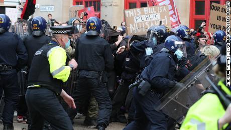 Ciocniri între protestatari și polițiști în timpul evenimentului.
