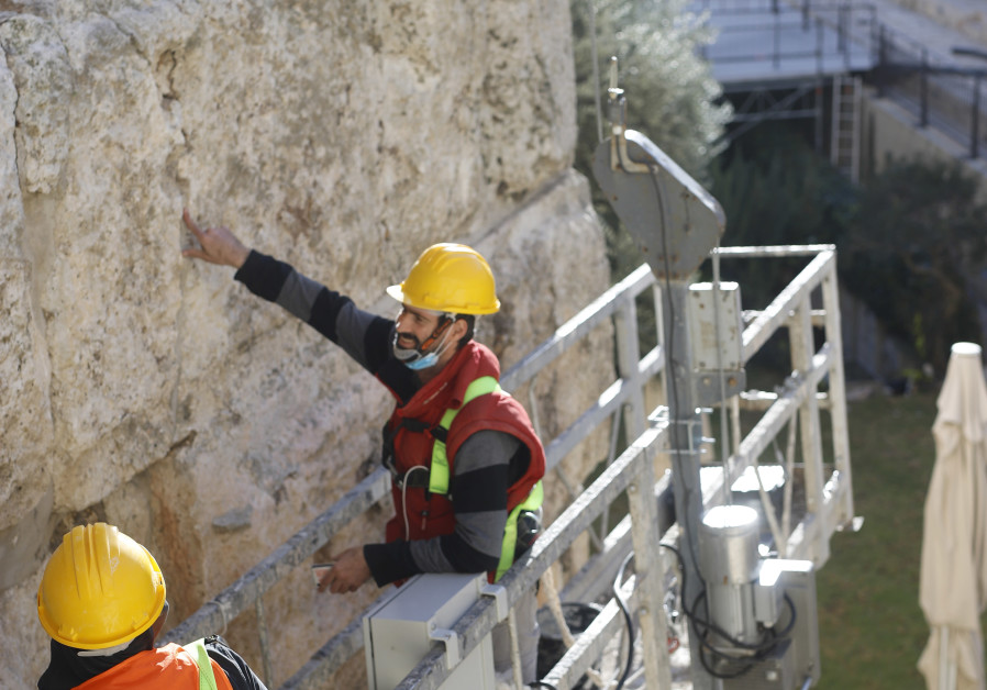 Se desfășoară lucrări de restaurare la Turnul Phasael.  O fisură largă care se extinde de sus în jos amenință întreaga integritate structurală a turnului.  (Credit: Muzeul Turnul lui David)