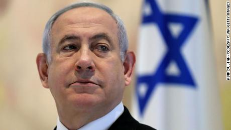 Netanyahu, care a susținut mult timp drepturile LGBTQ, acuză homofobia și rasistii într-un efort de a se agăța de putere