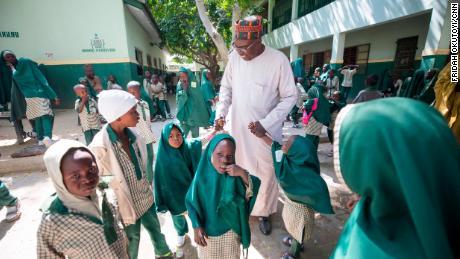 Copiii strămutați în conflictul Boko Haram sunt pe drumul spre succes datorită unei școli care acordă prioritate păcii