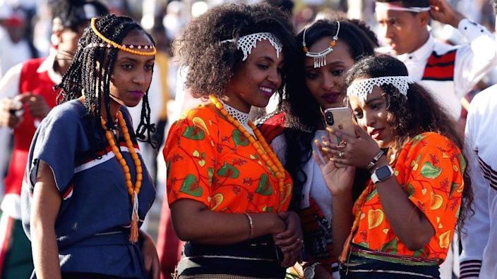 Femeile se îmbracă pentru Festivalul Oromo Erisha din Etiopia - 2019