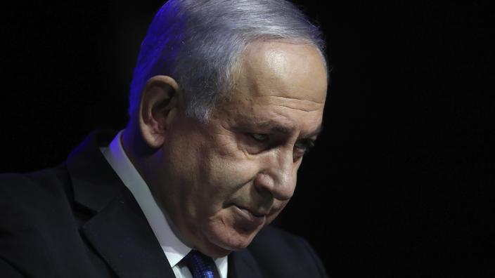Primul ministru israelian Benjamin Netanyahu susține un discurs la o ceremonie pentru a-și exprima aprecierea față de sistemul de sănătate pentru contribuția sa la lupta împotriva coronavirusului, la Ierusalim, 6 iunie 2021 (Ariel Schalit / AP)