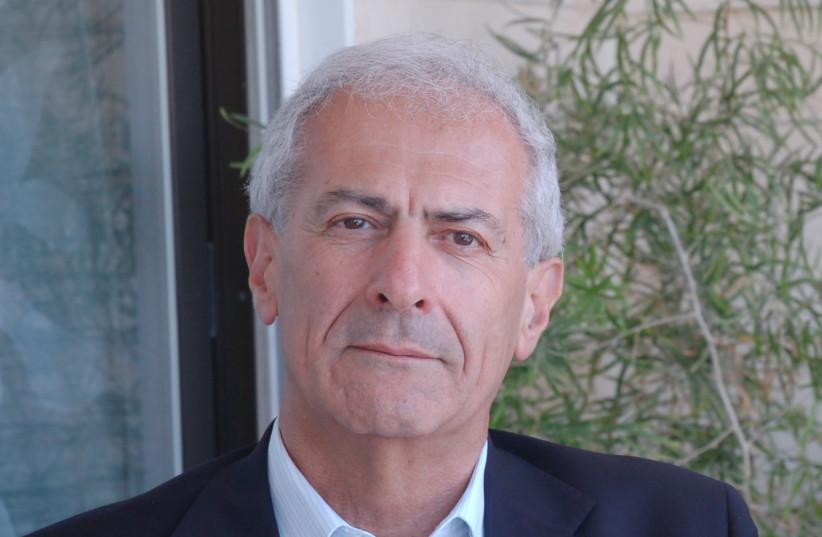 Profesorul Sergio Della Pergola la Universitatea Ebraică din Ierusalim.  (Credit: Wikimedia Commons)