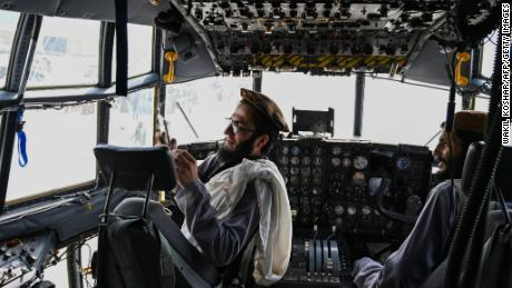 În ciuda cuvintelor liniștitoare, talibanii parcă erau